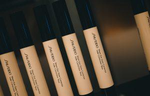 Como atenuar as sombras por baixo dos olhos? Sheer Eye Zone Corrector da Shiseido